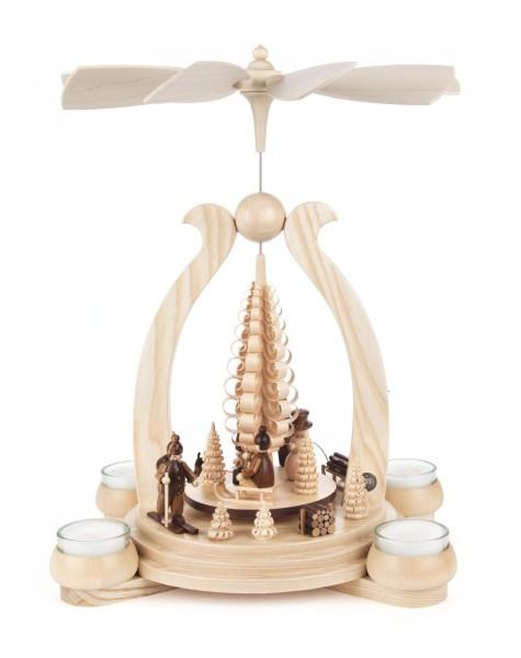 Weihnachtspyramide mit Wintersportlern für Teelichte